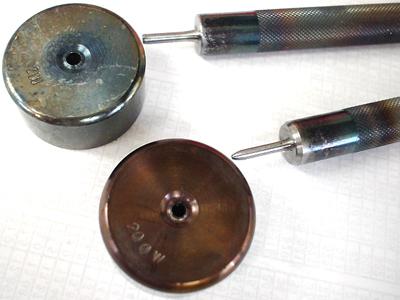 両面ハトメ200と、ハトメ200の手打ち工具の外観の違い