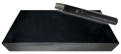 ゴム板(小)はハトメ抜きで穴を開けるときに下敷きにする台です